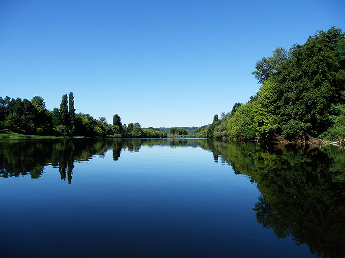 dordogne river trees reflection water